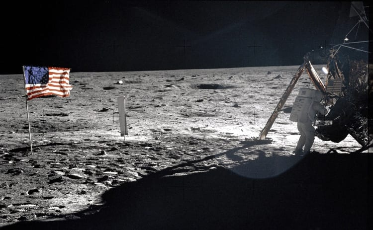 armstrong-on-themoon_350_250183.jpg