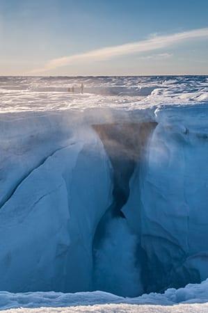 Joughin_moulin_Greenland2013-2_386494.jpg