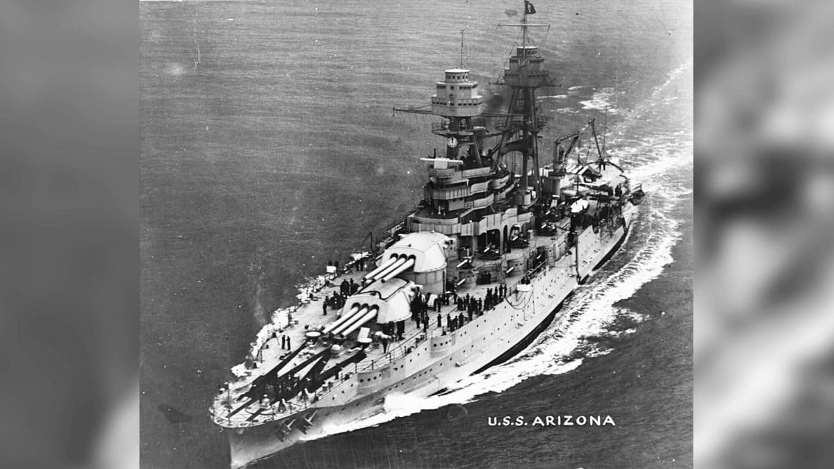 2048px-USS_Arizona_(BB-39)_-_NH_57658.jpg