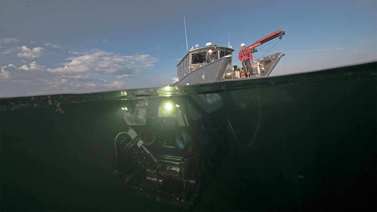 An expedition team deploys ROV <em>Yogi</em> to explore hydrothermal explosion craters at the bottom of Yellowstone Lake  (Chris Linder, © Woods Hole Oceanographic Institution)