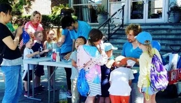 At the Woods Hole Science Stroll budding researchers shared their ideas for the future of ocean exploration. (Photo by A. Brown, Woods Hole Oceanographic Institution)