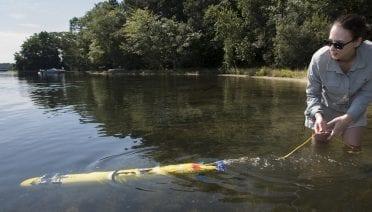 Erin Fischell tests a new autonomous underwater vehicle
