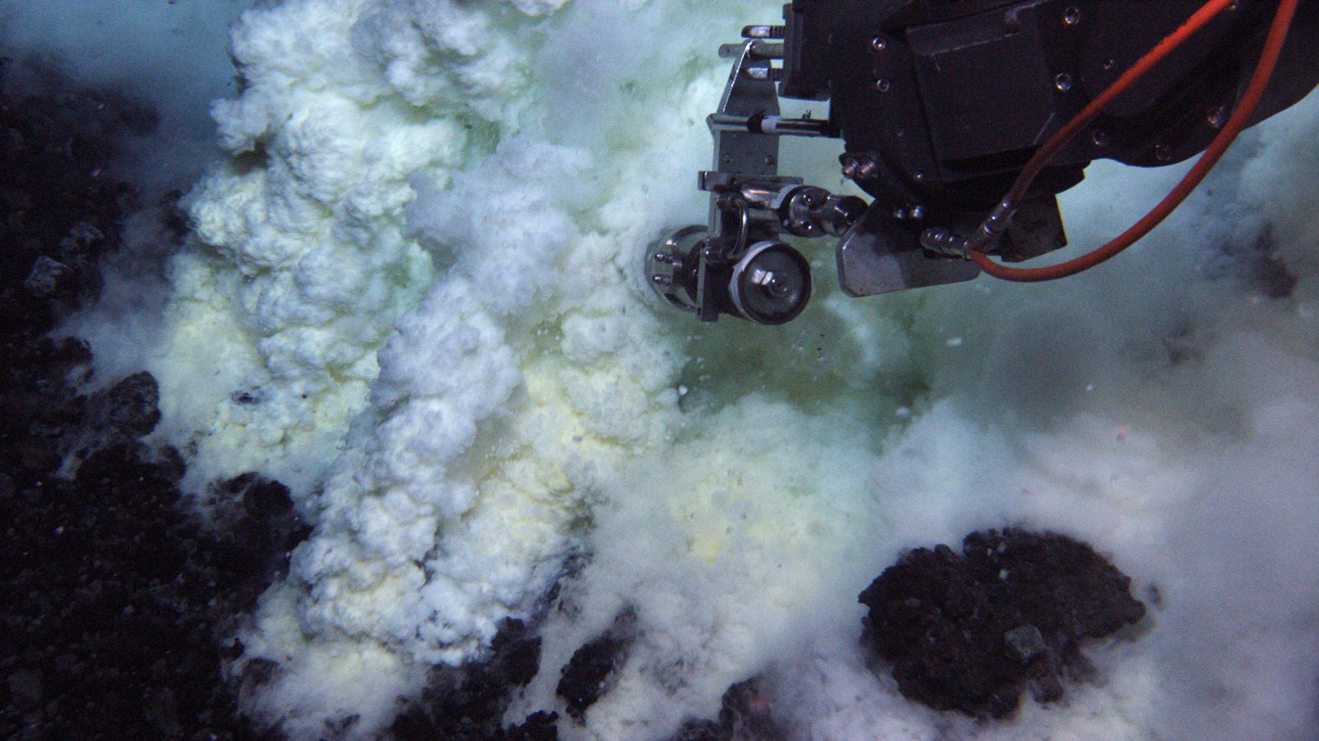 under water volanco