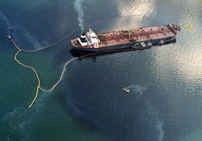 Supertanker Exxon Valdez. (Photo courtesy of NOAA)